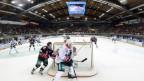 Aufnahme von Eishockey-Spielern im Freiburger Eisstadition.