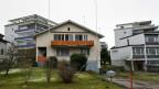 Ein Haus mit einem Baugespann.