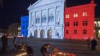 Bundeshaus in Tricolore beleuchtet