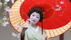 Japanische Geisha mit Kirschblüte (Bild: Keystone)