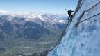 Ein Bergsteiger an der Nordflanke des Eigers