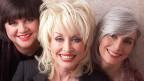 Linda Ronstadt, Dolly Parton und Emmylou Harris posieren für ein Gruppenbild.