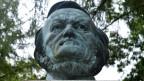 Eine Büste von Richard Wagner, der das Glockenklavier erfunden hat.