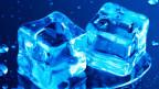 Eiswürfel mit Wassertropfen