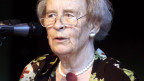 Elisabeth Moltmann-Wendel an einer Pressekonferenz.