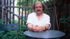 Die Fotografie zeigt den Schweizer Autoren Urs Widmer.