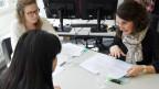 Beschleunigte Asylverfahren: Befragung im Testbetrieb in Zürich (gestellte Szene)