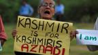 Eine gegen Gewalt protestierende Frau in Kashmir im September 2016.