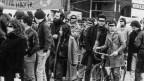 Willy Schaffner, unter dem Transparent, mit Bart, nimmt anfangs 1980er Jahren in Zürich an einer Demonstration teil.