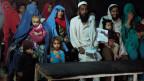 Mehr als anderthalb Millionen Afghanen leben als Flüchtlinge in Pakistan, viele schon seit Jahrzehnten. Die pakistanischen Behörden verlängern jetzt oft ihre Papiere nicht mehr und drängen sie zur Rückkehr in die fremde Heimat.