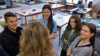 Kleron Alii, Lara Orijevic, Gianna Bussaglia und Flavia Marciello im Gespräch mit Ivana Pribakovic (von hinten).