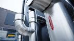 In diesen Wärmespeicher-Tanks im Hybridwerk Aarmatt wird Wasser mit der Wärme aus der Kehrichtverbrennung erhitzt und gespeichert, bevor es bei Bedarf ins Fernwärmenetz Solothurn eingespeist wird.