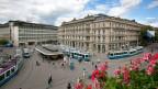 Zürich, Paradeplatz. Direkt am Paradeplatz befinden sich unter anderem die beiden Schweizer Grossbanken UBS und Credit Suisse. In der näheren Umgebung befinden sich weiterer Banken.