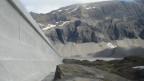 Mit einer Länge von über einem Kilometer ist die Muttsee-Staumauer die längste in der ganzen Schweiz.