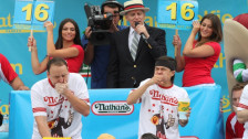Laschar ir audio «Tipic american – 70 hotdogs en 10 minutas».
