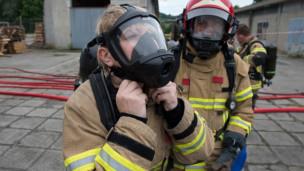 Audio «Wie die Feuerwehr um ihren Nachwuchs kämpft» abspielen.