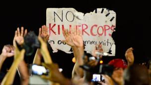 Audio Erneut junger Schwarzer von US-Polizisten erschossen abspielen.