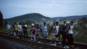 Audio «Österreich und Deutschland öffnen die Grenze für Flüchtlinge» abspielen.