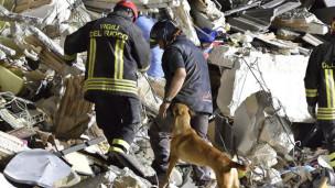 Audio «Erdbeben in Italien: Verzweifelte Suche nach Überlebenden» abspielen.