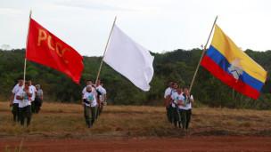 Audio «Kolumbische Farc-Rebellen stimmen Friedensvertrag zu» abspielen.