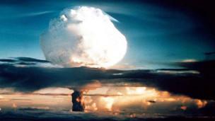 Audio Heute vor 62 Jahren: Erste Explosion einer Wasserstoffbombe abspielen.