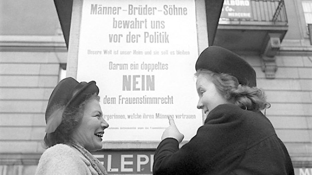 Ende 1970 kommt die Abstimmungsvorlage zur Einführung des Eidgenössischen Frauenstimmrechts zustande. Der Abstimmungskampf verläuft relativ ruhig. Alle Regierungsparteien geben die Ja-Parole heraus. Gegnerische Demonstranten und Plakatpropaganda versuchen dennoch, das Frauenstimmrecht zu verhindern.