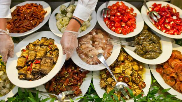 Mittelmeerküche - Geselligkeit und Genuss - A point..