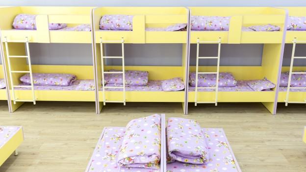 Bett Quietscht Holz Was Tun ~   Steht das Bett auf einem Holzboden, auch die Bettfüsse unterlegen