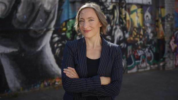 Porträt von Ruth Schweikert.