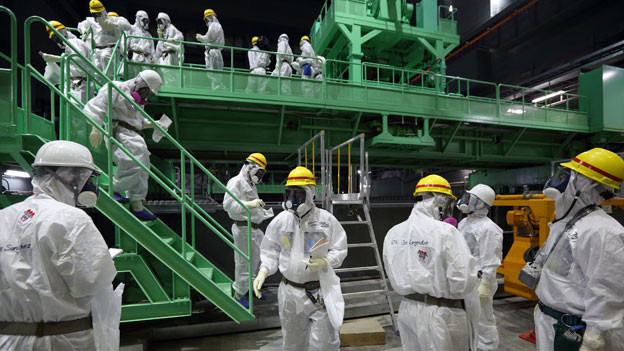 Besuch im Reaktorgebäude Nr. 4 in Fukushima, November 2013.