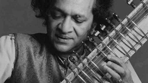 Ravi Shankar spielt Sitar. - 353773.151030_shankar