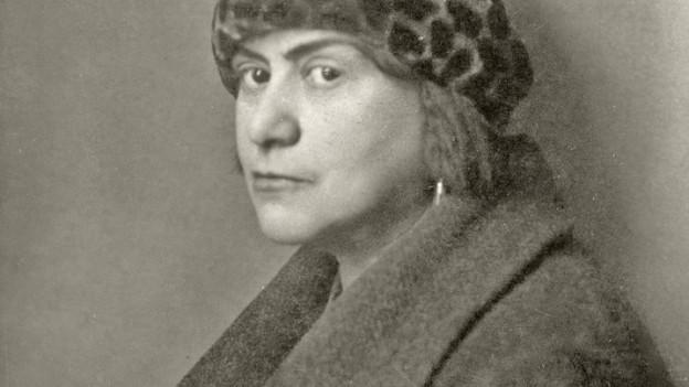 Bildlegende: Else Lasker-Schüler war mit Emil Raas bis zu ihrem Lebensende befreundet. Wikimedia - 288181.else_lasker-schueler