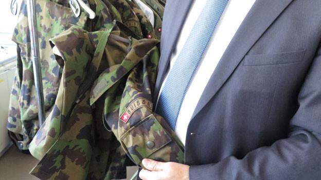 Neu beschaffte Uniformen für die Schweizer Armee müssen hohen Ansprüchen an die Nachhaltigkeit genügen.
