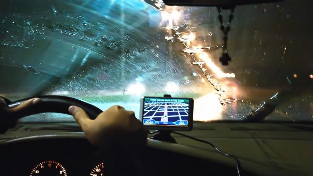 Ablage Dusche Saugnapf : : Ein GPS l?sst sich bequem per Saugnapf befestigen. colourbox